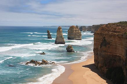 De Twaalf Apostelen: een bizarre rotsformatie bij Great Ocean Road, Australie