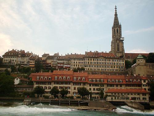 Het oude Bern vanaf het water gezien.