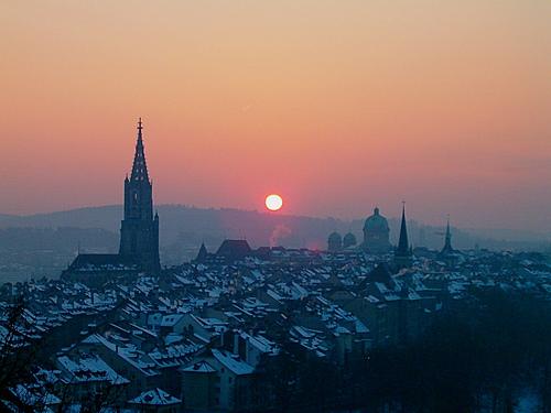 In de winter is Bern vaak bedenkt onder een dikke laag sneeuw.