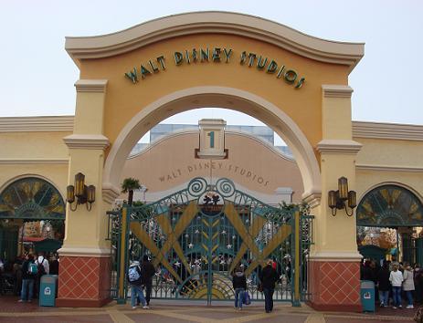 De ingang van de Walt Disney Studios nabij Parijs, Frankrijk