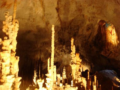 In de Ardeche zijn er diverse grotten. De bekendste zijn Aven d'Orgnac, Grootes de Saint-Michel en Grotte Chavet Pont d'Arc. L'Aven d'Orgnac is een druipsteengrot bij Orgnac-l'Aven, Frankrijk