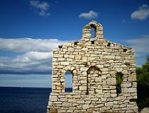 Een mooi kapelletje in Kroatie, met uitzicht over zee