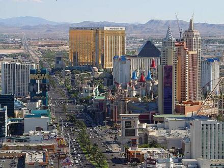 De strip is de bijnaam van Las Vegas Boulevard, de straat waar alle bekende hotels en casino's aan liggen.