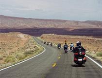 Met een vette Harley, een degelijke BMW of een betrouwbare Jap toeren door Amerika?