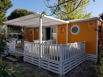 Bij vrijwel alle Yelloh! Village campings zijn zowel kampeerplaatsen als comfortabele huuraccommodaties in verschillende klassen te vinden.