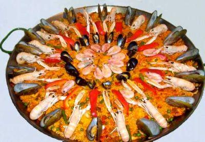 Klassieke paella is een heerlijk spaans recept met o.a. kip, mosselen en garnalen.