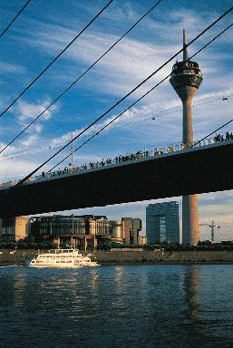 Dusseldorf stedentrips | Voor het maken van een stedentrip is Düsseldorf al vele jaren een populaire bestemming en dat is niet voor niets! Düsseldorf, al jaren een belangrijke internationale handelsstad, is een moderne metropool, een stad die bruist van leven en activiteit.