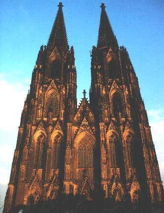 Keulen stedentrips | Keulen is op cultureel vlak een van de interessantste steden van Duitsland. Het heeft twee museums die in hun soort genomen tot de belangrijkste van Europa behoren. Voor Nederland en Belgie is Keulen een zeer goede plaats voor een weekendje weg. Het heeft veel te bieden op het gebied van kunst en cultuur en heeft veel bezienswaardigheden!