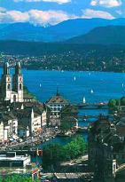 Zurich stedentrips | De stad van het goud. Het onderkomen van de Zwitserse banken. Een zakencentrum. Het zijn allemaal kwalificaties die van toepassing zijn op Zürich, de grootste stad van Zwitserland. Wat veel mensen niet weten, is dat de stad meer te bieden heeft. Zoals topmusea, (exclusieve) winkels en een geweldig nachtleven. Kortom, het is een prima bestemming voor een citytrip!