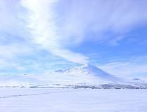 Station McMurdo is een onderzoeksstation op Antarctica. Het is gelegen op het zuidelijkste puntje van het eiland Ross, op de kust van McMurdo Sound, 3.500 kilometer ten zuiden van Nieuw-Zeeland. Het station is een logistieke doorvoerhaven voor het halve eiland.