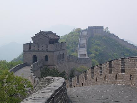 De Chinese Muur bij Badaling, China, mei 2008