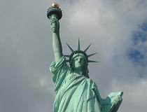 Het Vrijheidsbeeld is een standbeeld in de haven van New York. Het staat symbool voor het welkom heten van iedereen: terugkerende Amerikanen, gasten en immigranten.