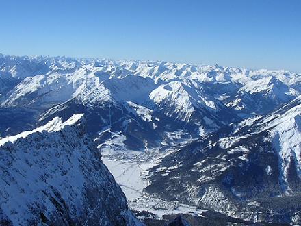 Het uitzicht richting Lermoos vanaf de Zugspitze, Oostenrijk