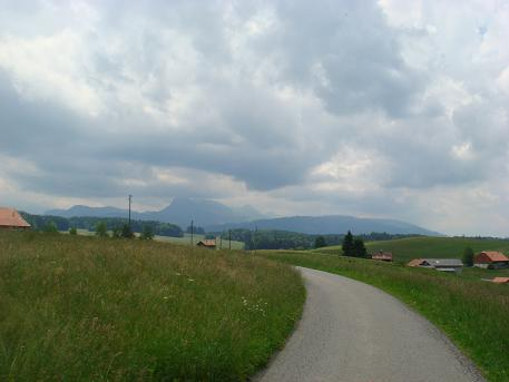 Zwitserland, een binnendoorweggetje van Bern richting Lausanne